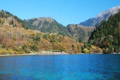 Kina Sichuan Jiuzhaigou landskap royaltyfria bilder