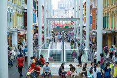KINA STAD, SINGAPORE - Augusti 29, 2016: Singapore och turist- peopl royaltyfria foton