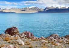 Kina Tibet Helig sj? Chovo Co 4765 M i sommardag arkivfoton