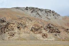 Kina Tibet Himalayas i området av sjön Teri Tashi Nam Co i sommar n-sorg läs vänder mot mytiska beings royaltyfria foton