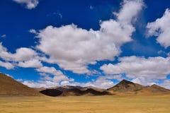 Kina Tibet snömoln Arkivbild