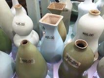 Kina uppfinner på nytt Kina, blommavaser, kinesisk keramik, Shanghai shopping Royaltyfria Bilder