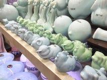 Kina uppfinner på nytt Kina, kinesisk keramik för moderna zodiakdjur, Shanghai shopping Royaltyfri Foto
