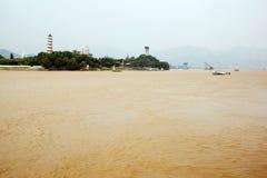 Kina Wenzhou landskap - flodtempel Arkivfoton