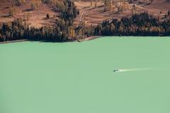 Kina Xinjiang, sjö av Kanas Arkivfoton