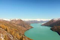 Kina Xinjiang, sjö av Kanas Fotografering för Bildbyråer