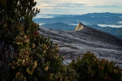 Kinabalu山断层块在一个早晨, islan的Boneo南峰顶  库存照片