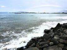 Kinabalu van het strandkota van de Sabah volledige regenboog Stock Foto's