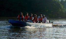 Kinabatangan河徒步旅行队 免版税库存照片