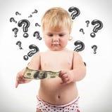Kind überprüft 100 Dollarschein Stockfoto