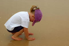 Kind in aard royalty-vrije stock fotografie