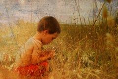 Kind in aard Royalty-vrije Stock Afbeeldingen
