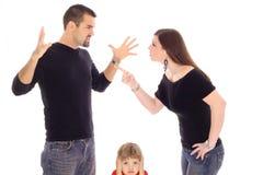 Kind abgefangen in der Mitte Stockfotografie