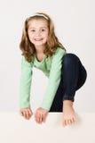 Kind achter lege raad Stock Foto
