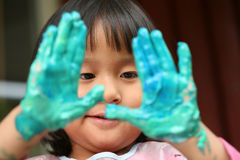 Kind & het schilderen baan Stock Foto's