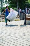 Kind arbeitet, Abfall für die Wiederverwertung in der Türkei sammelnd Lizenzfreies Stockfoto