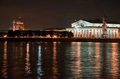Kind on the Arrow of Vasilevsky. Island Sankt-Peterburg at night stock photography