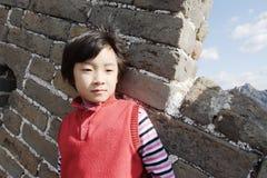 Kind auf Badaling Chinesischer Mauer Stockbilder