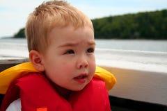 Kind auf Boot Stockbild