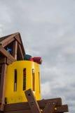 Kind auf dem Spielplatz Lizenzfreie Stockbilder