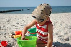 Kind auf dem Strand Stockfoto