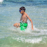 Kind auf dem Strand Stockbild