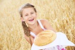 Kind auf dem Weizengebiet Lizenzfreie Stockfotos