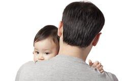 Kind auf der Schulter Lizenzfreie Stockbilder