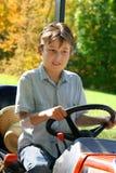 Kind auf einem kleinen Traktor Stockfoto