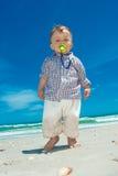 Kind auf einem Strand Stockbilder