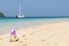 Kind auf einem Strand Lizenzfreie Stockfotografie