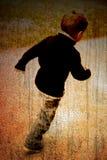 Kind auf einer Straße Stockfotos