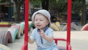 Kind auf Schwingen stock video footage