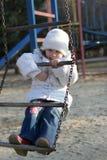 Kind auf Spielplatz Stockfotos