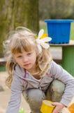 Kind auf Spielplatz Stockbild