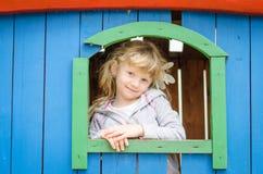 Kind auf Spielplatz Lizenzfreie Stockfotos