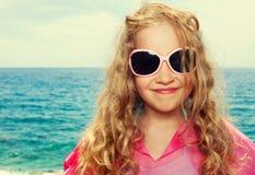Kind auf Strand Stockfoto
