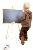 Kind auf Tafel Stockfotografie