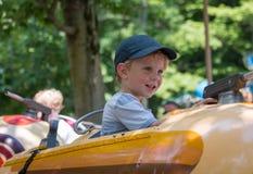 Kind auf Unterhaltungs-Fahrt Lizenzfreie Stockbilder