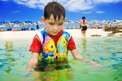 Kind bij het strand Stock Foto