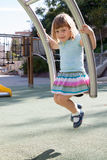 Kind bij speelplaatsgebied Royalty-vrije Stock Fotografie