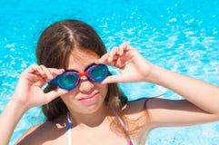 Kind bij zwembad Royalty-vrije Stock Afbeeldingen