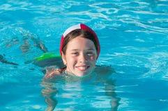 Kind bij zwembad Stock Fotografie