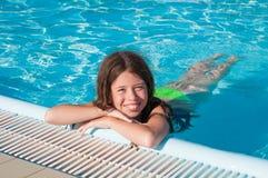 Kind bij zwembad Royalty-vrije Stock Foto's