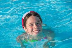 Kind bij zwembad Stock Afbeeldingen