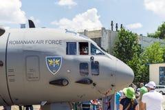 Kind an Bord von großem Flugzeug Lizenzfreies Stockbild