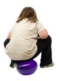 Kind, das auf Ballon sitzt Stockfoto