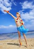 Kind, das auf Strand spielt. Lizenzfreies Stockfoto