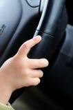 Kind, das Auto antreibt Stockfoto