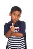 Kind, das bis Daumen zurück zu Schule gibt Lizenzfreie Stockfotografie
